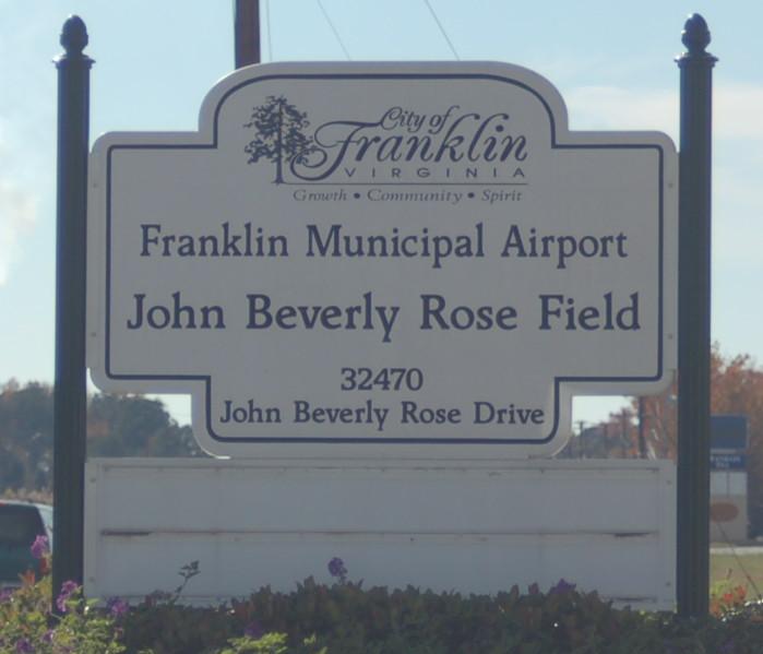 KFKN_airport_sign